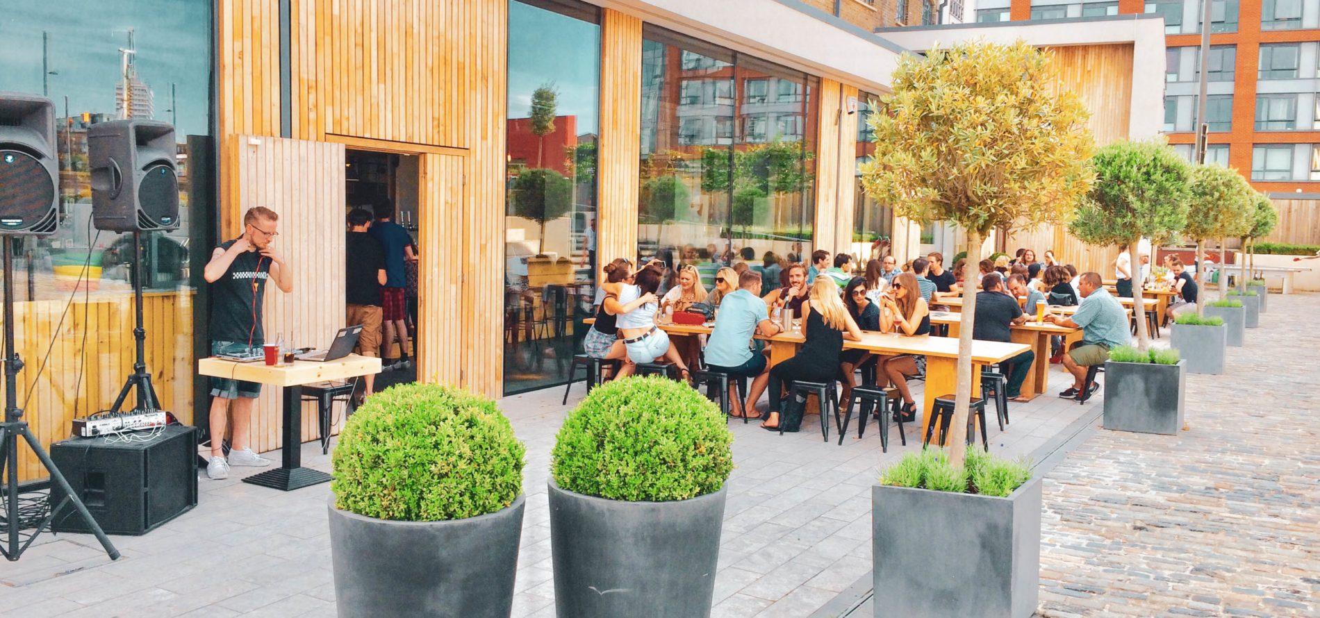 The-Print-House-Bar-outside